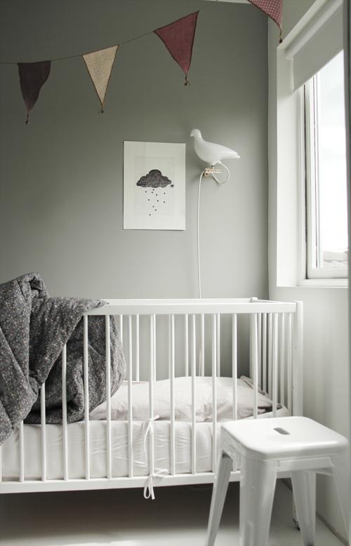 szary pokoj dla niemowlaka