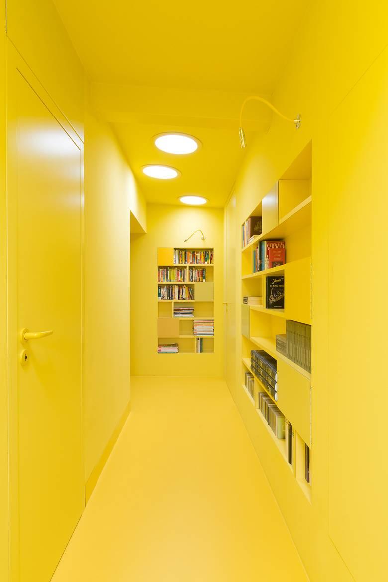 żółty przedpokoj