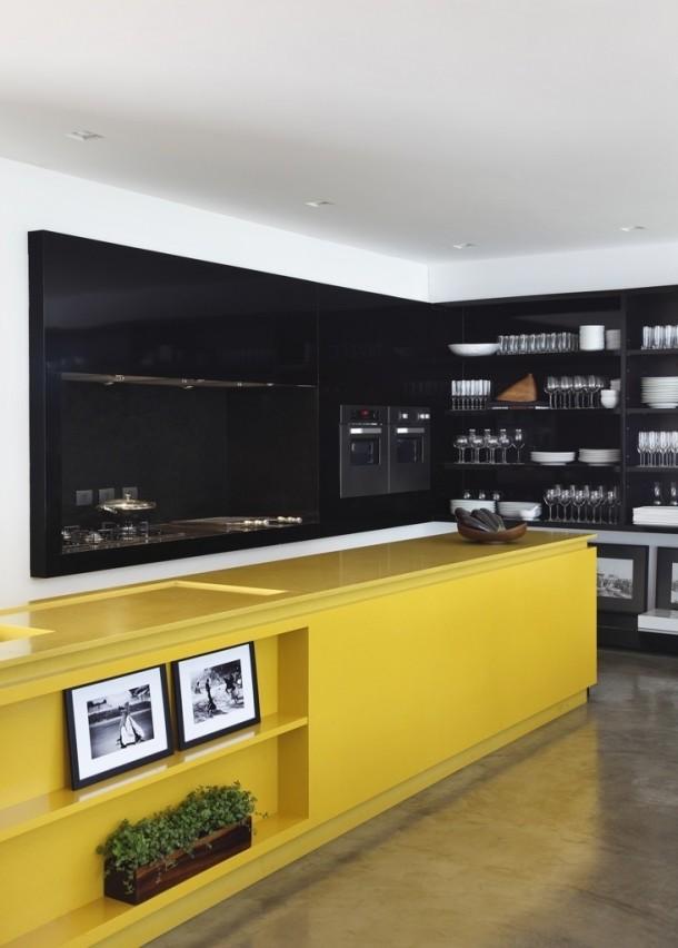 czarno-żółta kuchnia
