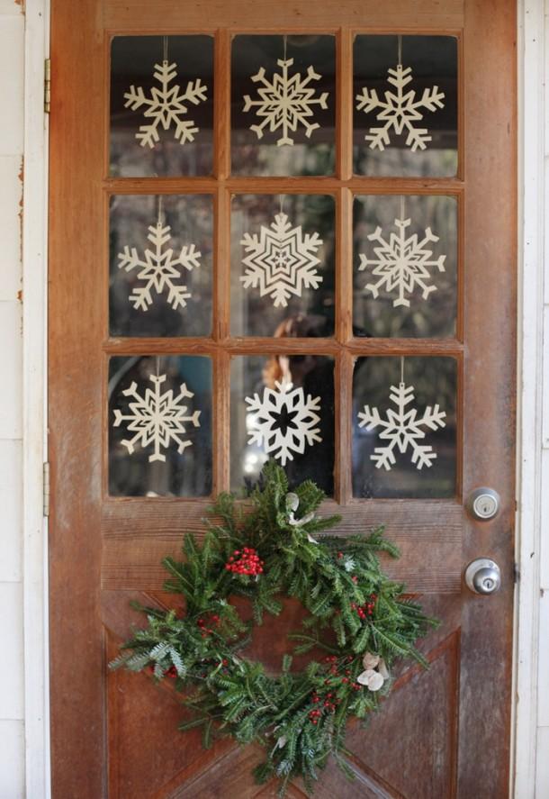 wianek gwiazdkowy na drzwiach