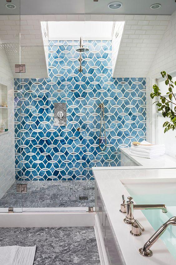 niebieskie płytki łazienkowe