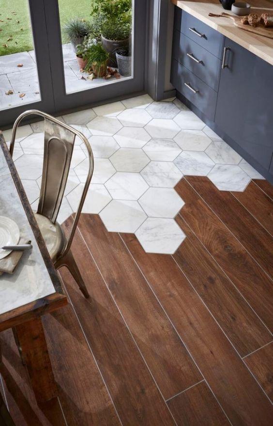 podłoga drewniana i plytki