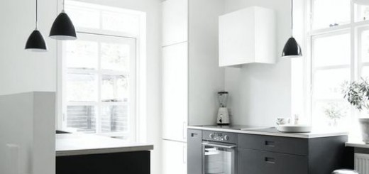 czarne szafki w kuchni