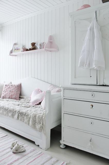 biało-różowy pokoik