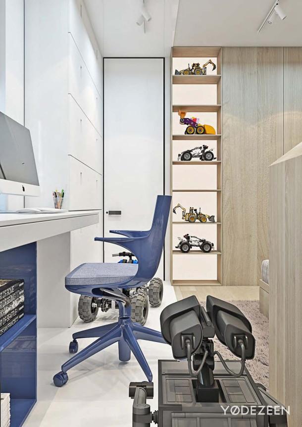 biurko w pokoju chłopca