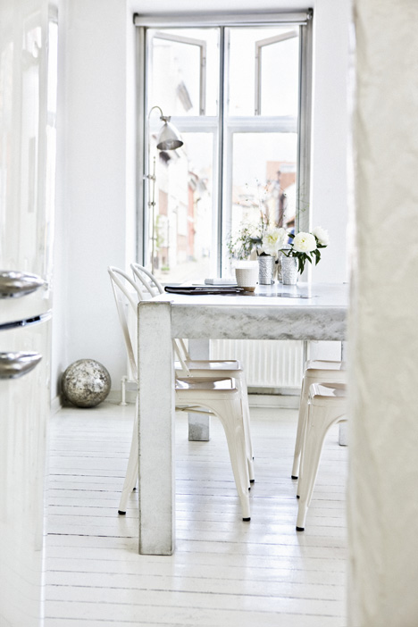 biała jadalnia tolix